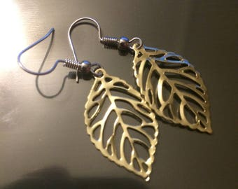 Gold Leaf Earrings (1' in)