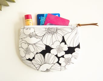 Zipper Coin Purse, Black White Floral Zipper Pouch, Round Coin Pouch, Jewelry Case, Womens Mini Wallet, Credit Card Case, Small Zip Wallet