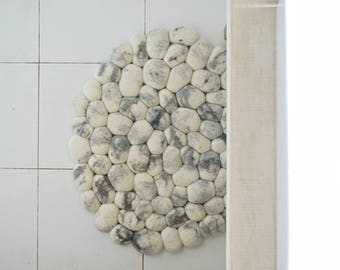 White Area Felt Stones Bath Rug, Round Carpet, Scandinavian Decor, Modern  Soft Floor