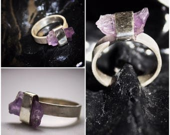 silver ring with raw amethyst