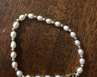 Elegant and Delicate Pearl and Gold Bracelet