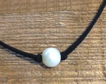 Free Shipping! Suede Pearl necklace