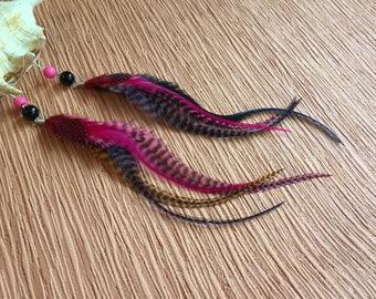 Boucles d'oreilles longues plumes coq tigrées rose violet bleu orange noir fuchsia style bohème chic