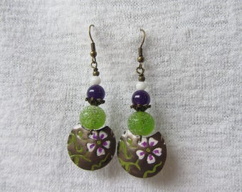Feminine, colorful and bucolic dangle earrings, pattern of flowers, handcrafted glass pearls, purple, green and white
