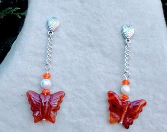 These earrings in silver plated Butterfly carnelian and freshwater pearls