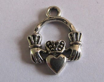 set of 2 charms hands heart 18mmx14mm