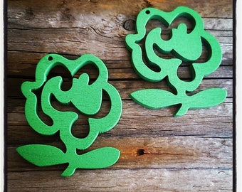 set of 2 flowers wooden green 50mm x 35mm