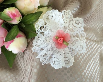 Flower 9 cm in white lace and pink tulle