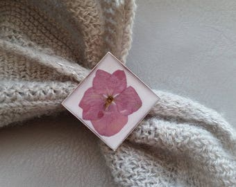 Square ring 2.5 cm in resin and dried hydrangea flower