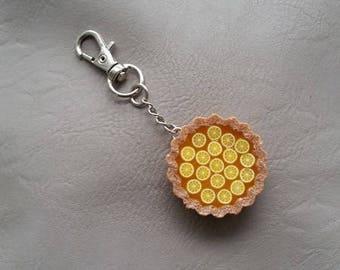 Jewel of bag tart round lemon and lemon slices in resin