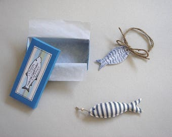 The fish magnet, gift box with clay fish painted