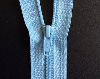 fermeture  20 cm pour ouvrage au tricot coloris bleu