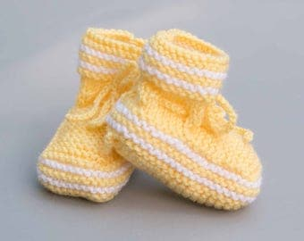 Woolen slippers for baby, handmade, yellow and white