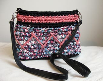 Pink ethnic print crochet shoulder bag