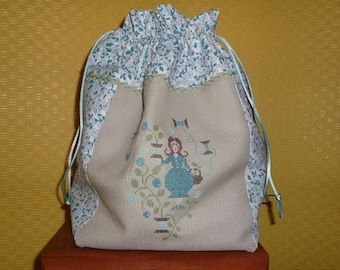Bag shaped purse beige and blue embroidered