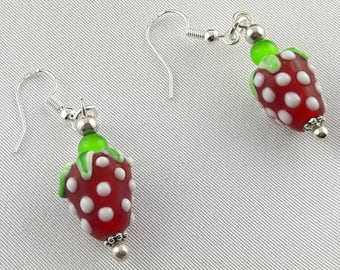 Earrings strawberries in molten glass and green cat's eye