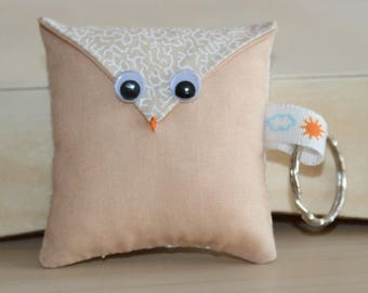 OWL Keychain - beige and white