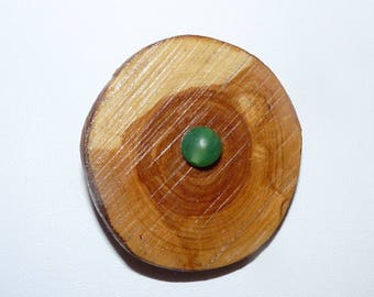 Wooden brooch: jade eye