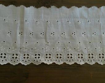 Vintage white cotton eyelet 140 cm
