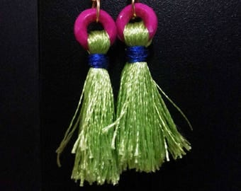 Light green tassels earrings with pink beats