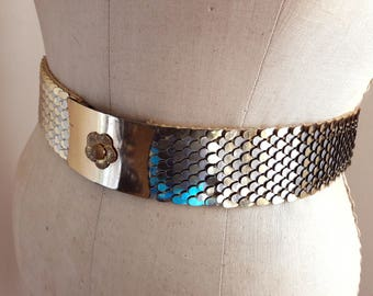 FASHION SAVVY FISHSCALE Vintage 50's Silver & Gold Two-tone Wide Metal Elastic Cinch Belt Gold Floral Buckle Size M-L