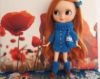 Blythe - outfit realizzato a mano Made in Italy. Maglia vestito, scaldamuscoli e borsetta in lana.