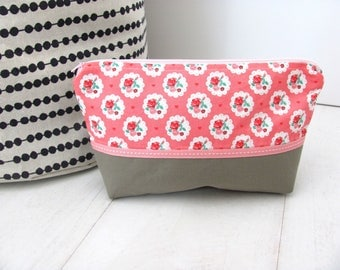 Cotton makeup Taupe flower pattern