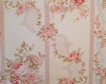 coupon 55 x 49 guirlandesde pink, ivory background, Mary Rose collections, patchwork Quilt Gate fabric
