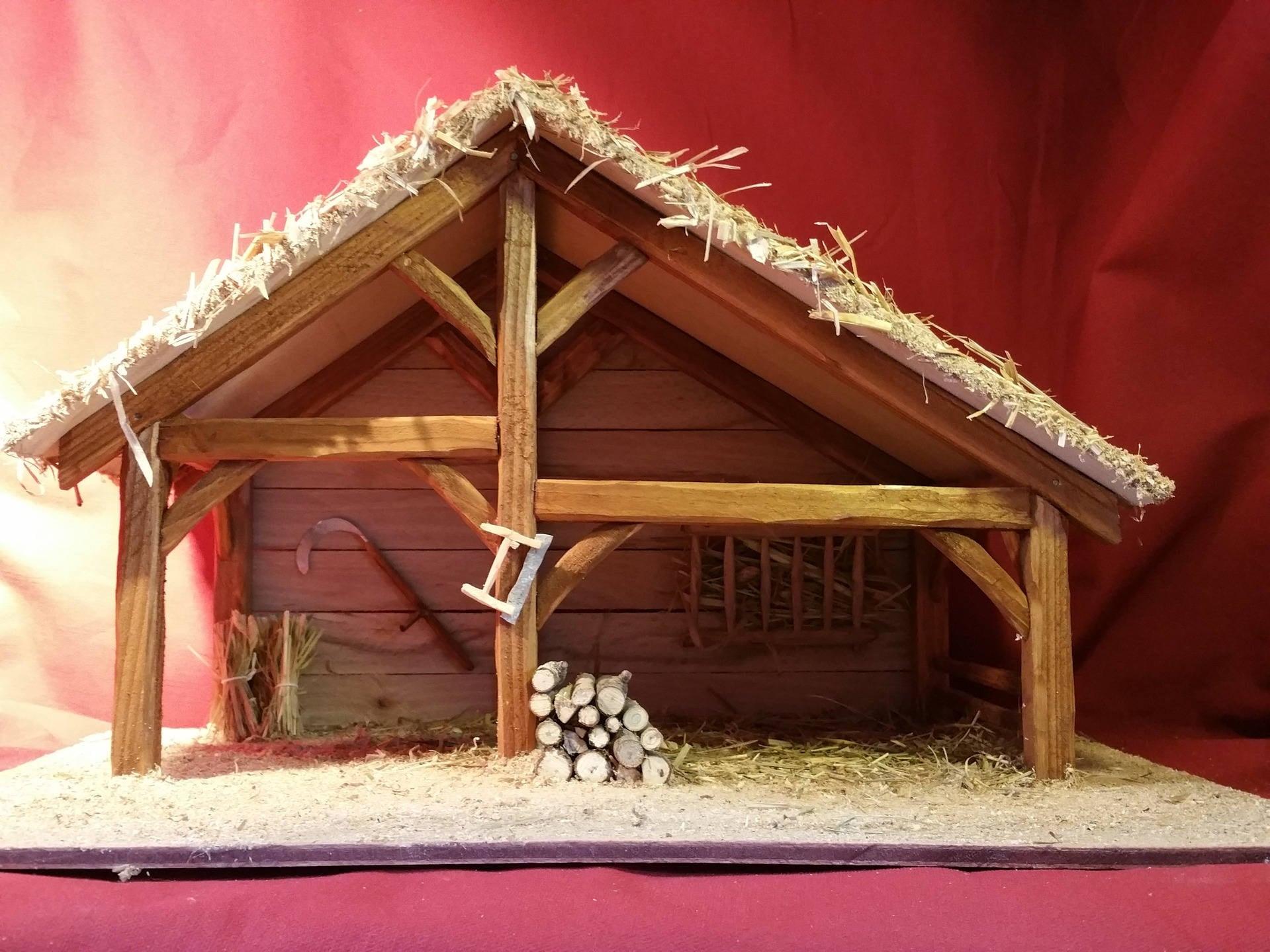Cr che de no l en bois natalie enti rement fait - Modele de creche de noel ...