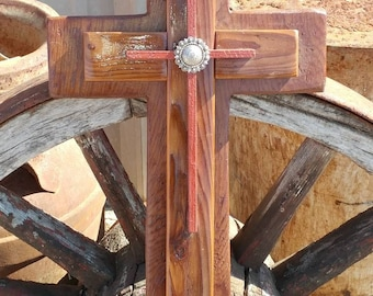 Unique 3 layered cross made out of fencs wood