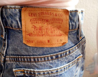 Levis 551/ waist 32/ Vintage 90s jeans high waisted mom jeans