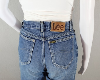 Vintage Lee Jeans/waist 25 / distressed, mom jeans, high waisted, tapered leg