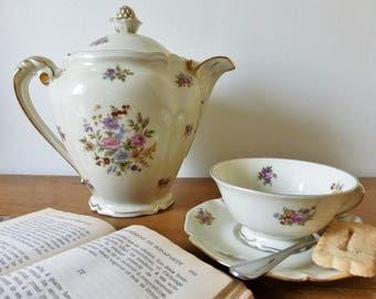 Porcelaine de Limoges, ancienne manufacture royale : théière cafetière verseuse, tasse et soucoupe assortie / vaisselle vintage