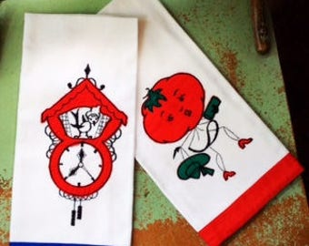 Pair of VINTAGE KITCHEN TOWELS