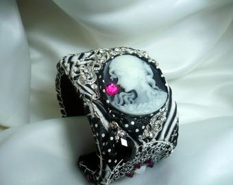 romance 1900 art black and white Cuff Bracelet