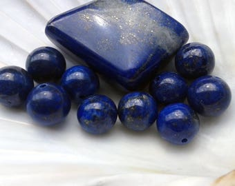 A Lapis-Lazuli 10mm round pearl