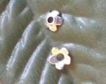 100 bead caps 5 leaf brass 6.5x6.5x2, hole 1 mm
