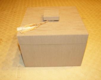 Plug in cardboard box