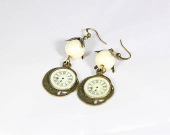 beautiful loop earrings antique brass and glass beads, 5.5 cm