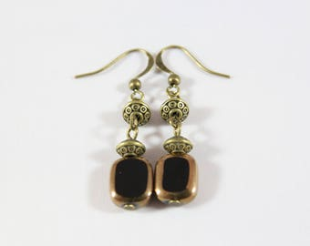 Single earring with bronze metal and glass beads black and gold
