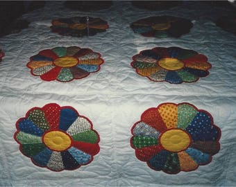 Dresden Plate Traditional Quilt
