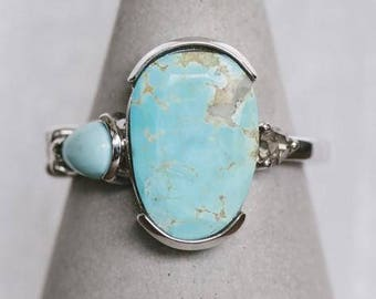 14 Kt White Gold Oval Asymmetrical Turquoise Ring