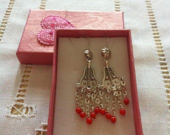 Earrings in silver and coral beads