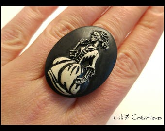 XL woman black and white skeleton ghost - ring adjustable