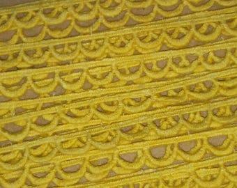1 meter of trim CROQUET half circle yellow 10 mm width