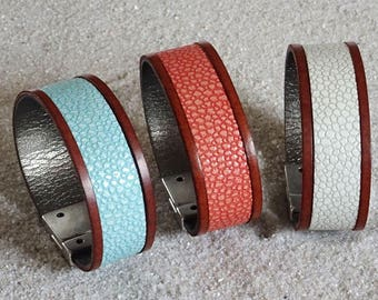Bracelet leather grained Brown edging on silver plated clasp