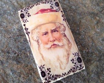 an enamelled effect on wood, portrait Santa Claus cabochon