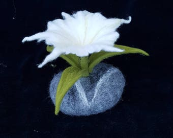 Felted stone table decorations with flower