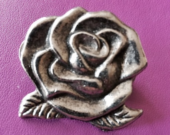 Big badges in the shape of rose-very 80's - Love - Rock - Bad girl!
