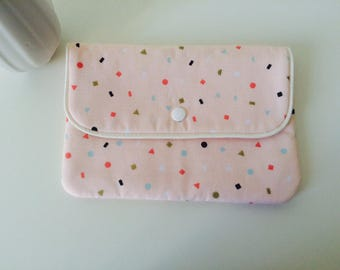 Clutch in pastel pink cotton with colorful geometric patterns